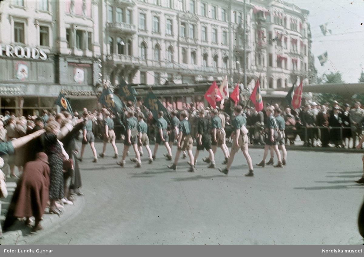 Politisk demonstration av ett nazistiskt parti vid Stureplan, Stockholm.