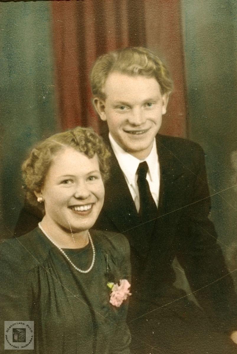 Forlovet par, Borgny Foss og Søren Øydna.