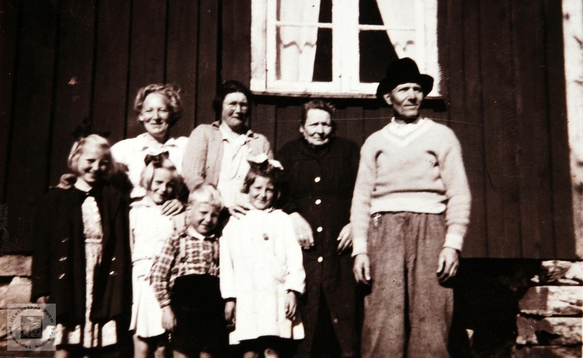 Familien Glomsaker på Helle. Audnedal.