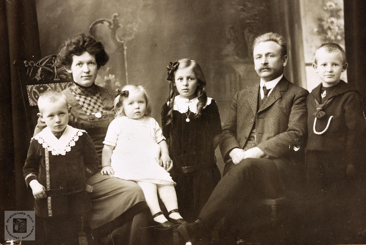 Familieportrett av familien Leland. Grindheim Bergen.