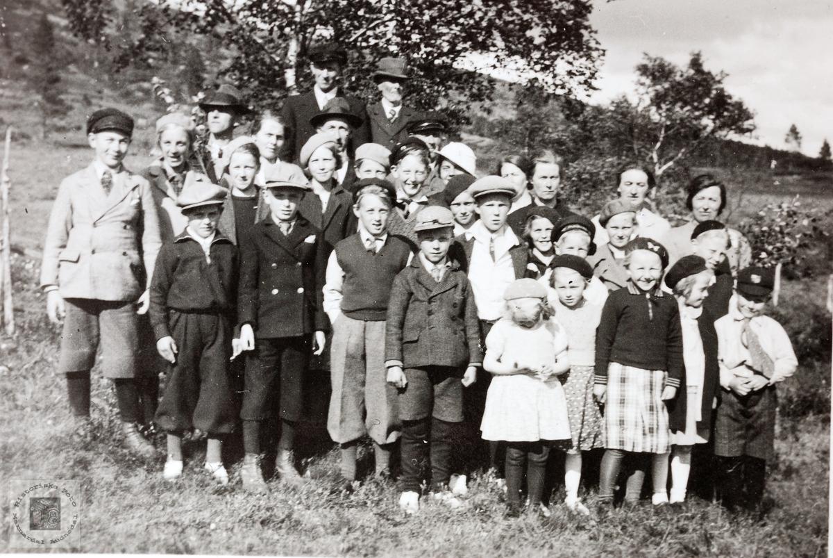 Barn og voksne fra Øydna Byremo på utflukt