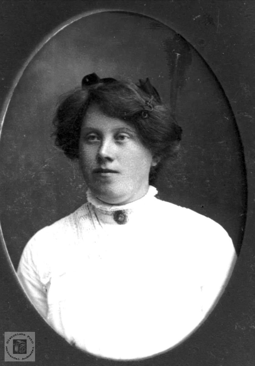 Portrett av Kristine Stedjan, Bjelland.