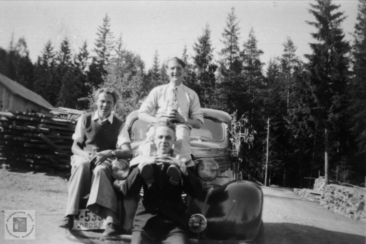 Roland, Rosseland og Trygslandsungdom med bil, Bjelland.