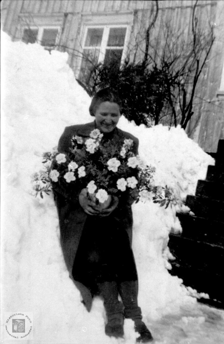 Portrett av bruden Åsta Glomså, gift Aukland, Laudal.