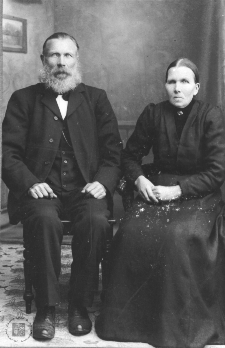 Portrett av ekteparet Thore og Gunvor Øyslebø, Øyslebø.