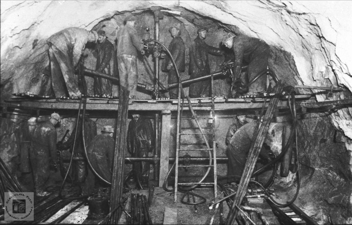 Tunnelarbeid, trolig i Hægebostadtunnelen.