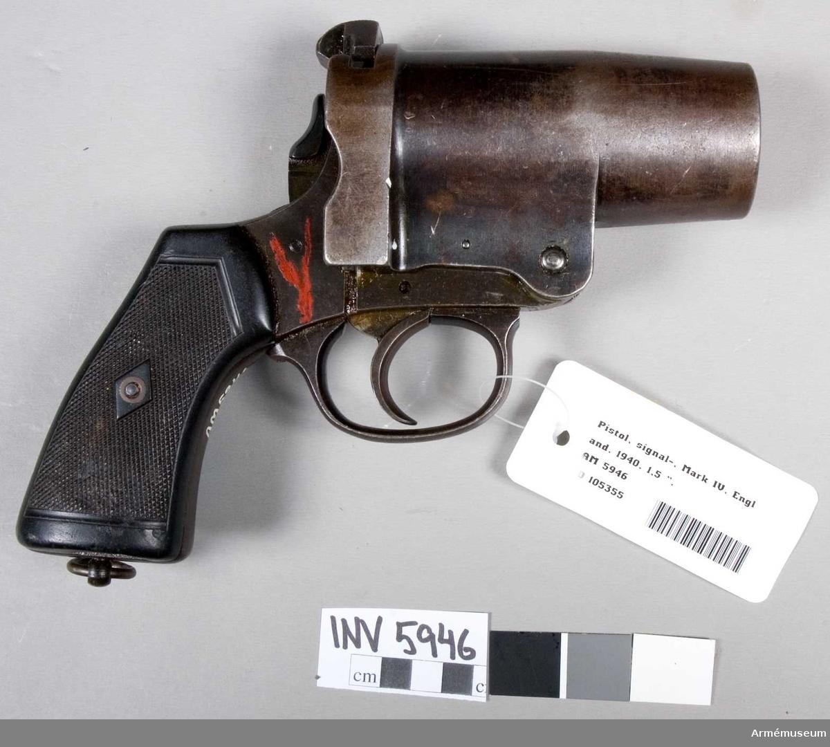 """Signalpistol Mark I. Kal 1 1/2"""" (40 mm). Märkt """"BV"""" m en krona, """"BP"""" m en krona, """"(1 1/2"""") No 3 Mark I""""."""