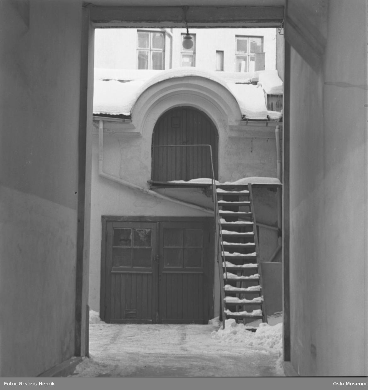 port, gårdsinteriør, trapp, snø