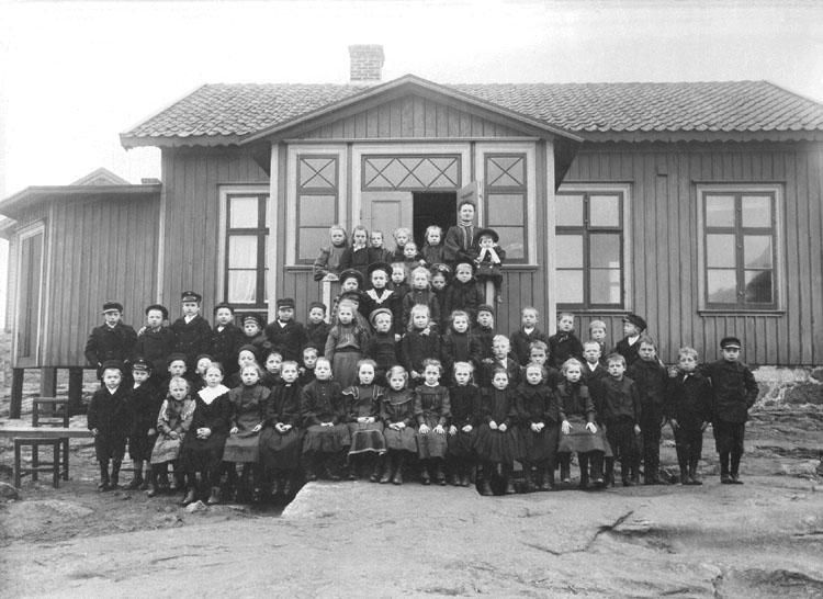 1906 (Ca). Gerda Magnussons skolklass.