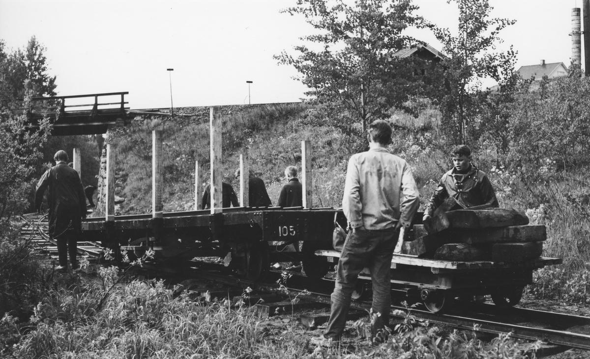 Sporleggingen mellom Tønsberg tunnelen og undergangen under Kongsvingerbanen. Godsvogn N 105 har sporet av.
