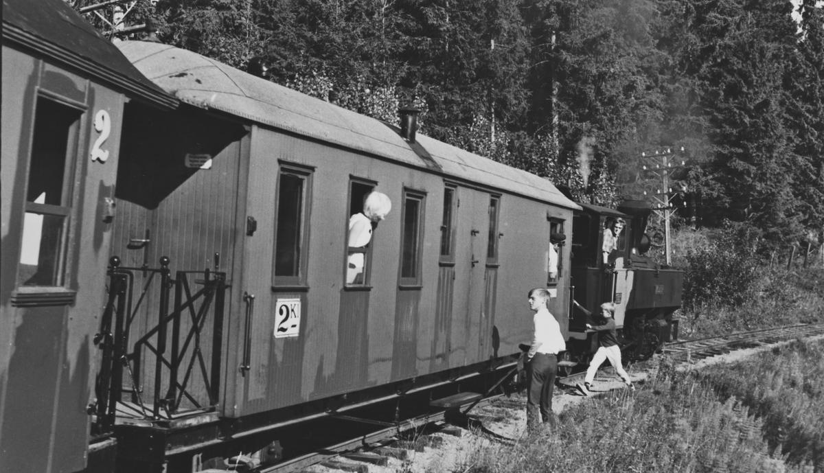 Tog til Fossum i Sætrabakken, trukket av damplok 6 Høland.