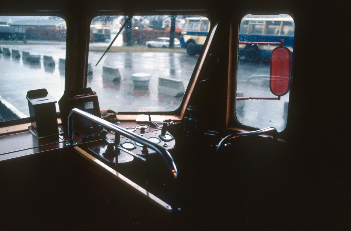 Interiør, førerplass i NSB motorvogn BM 87 01.