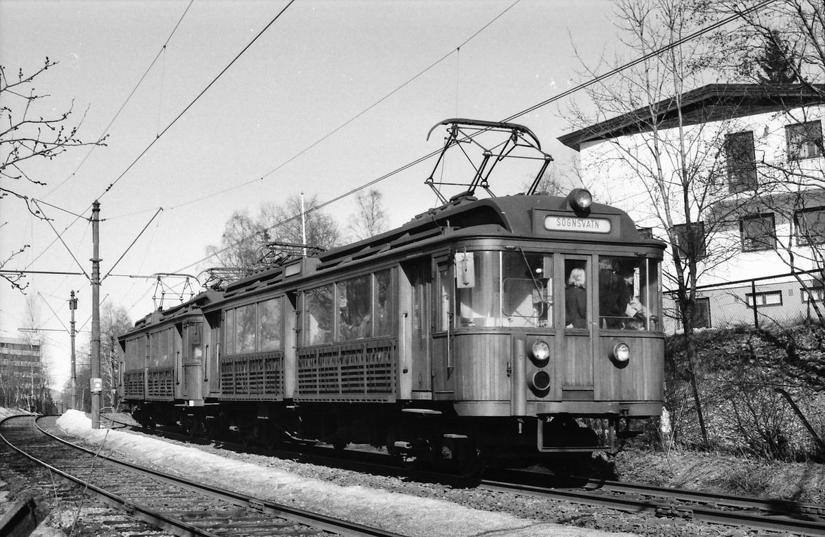 A/S Holmenkolbanen. Sognsvannsbanen. Vogn 33 og 36, type 1909 (Skabo, Westinghouse, HKB verksted).