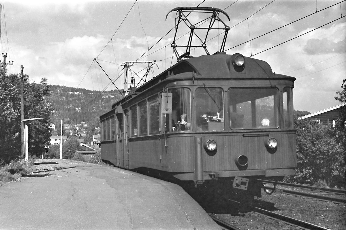 A/S Holmenkolbanen. Røabanen. Grini stasjon. Vogn 203, type 1934 (Skabo, NEBB)
