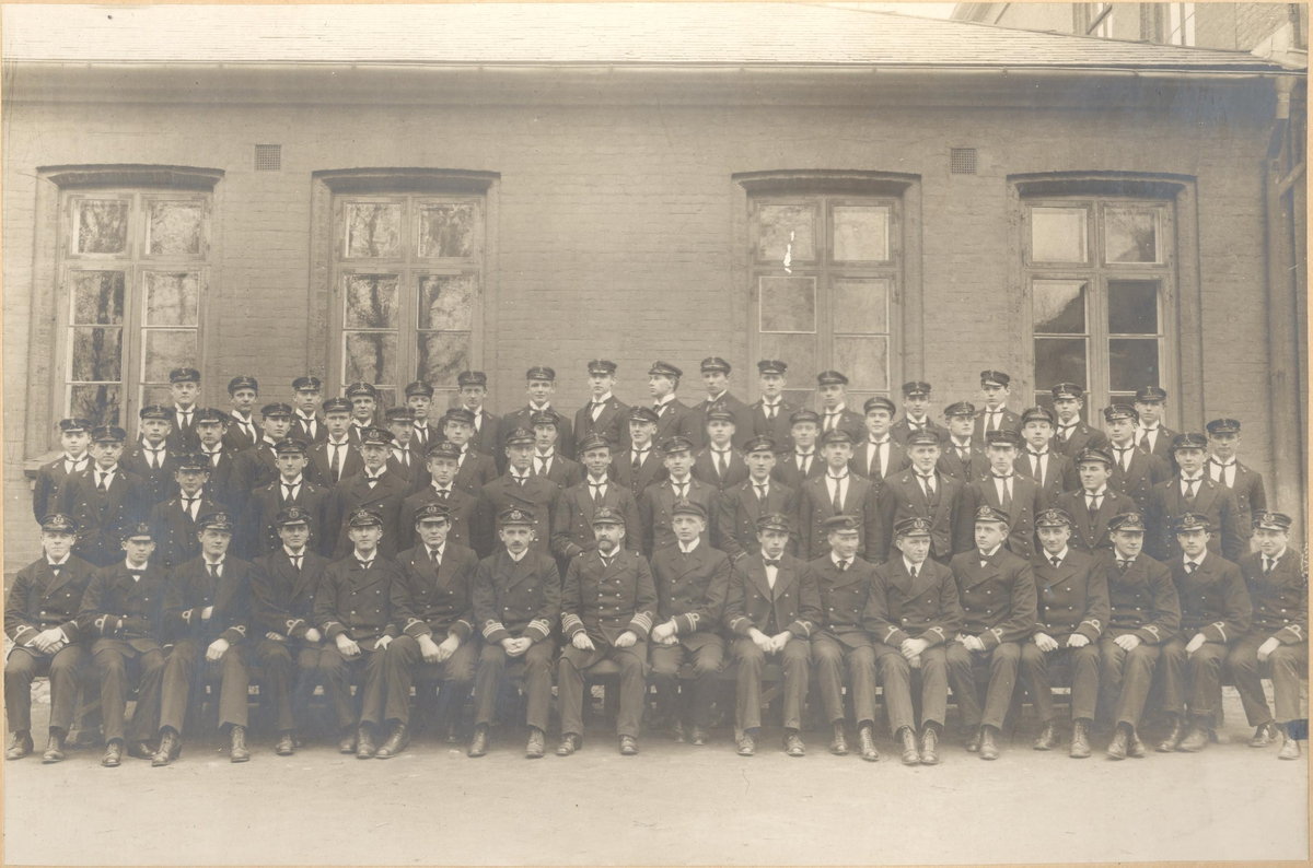 Motiv: Kadetter på sjøkrigsskolen 1914 1-2-3 klasse