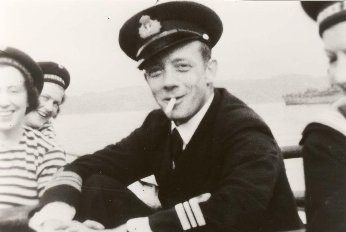Motiv: Marinens Kvinnekorps 1942-1945 Roøvelse (Coxen)