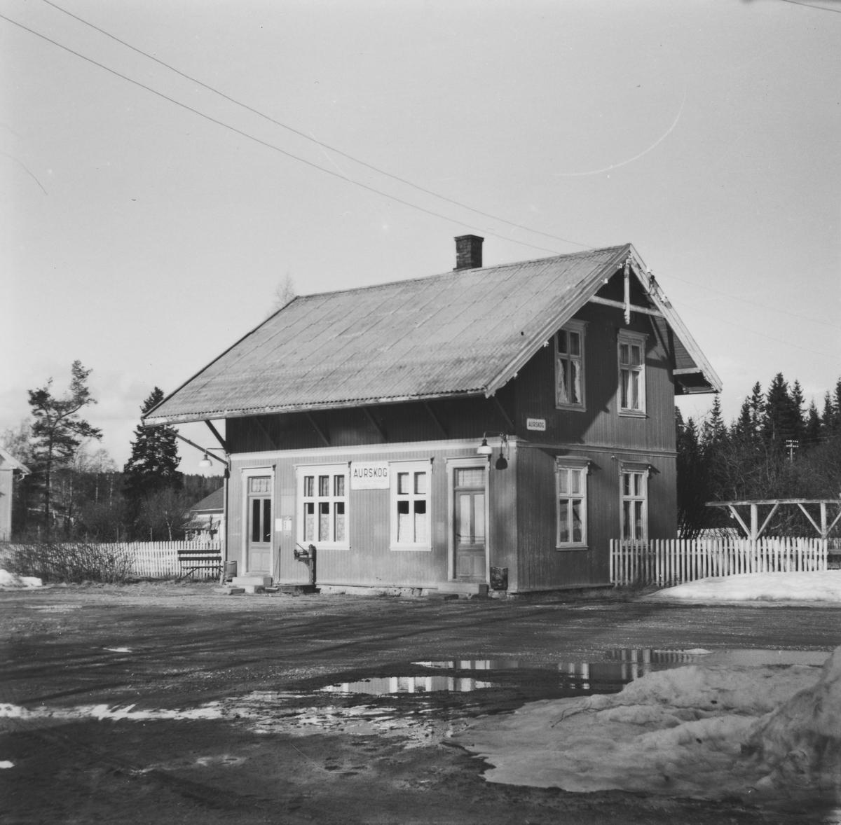 Aurskog stasjon syv år etter nedleggelsen.