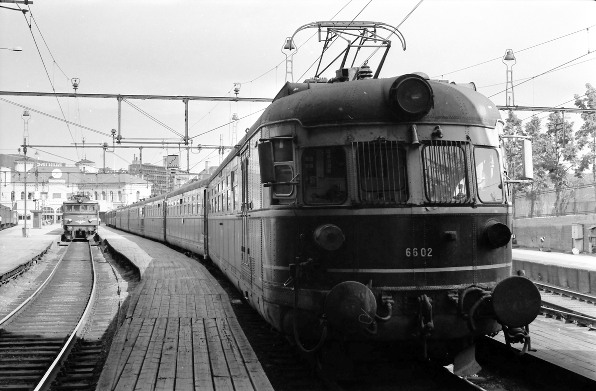 Ekspresstog type 66, lyntog. Motorvogn BM 66 02.