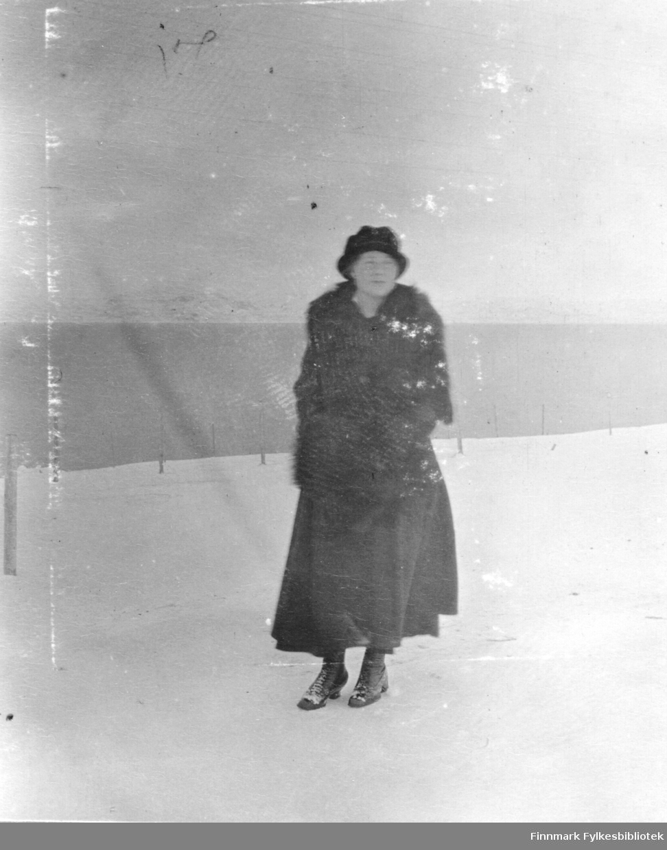 På veien ved fabrikken, februar 1918