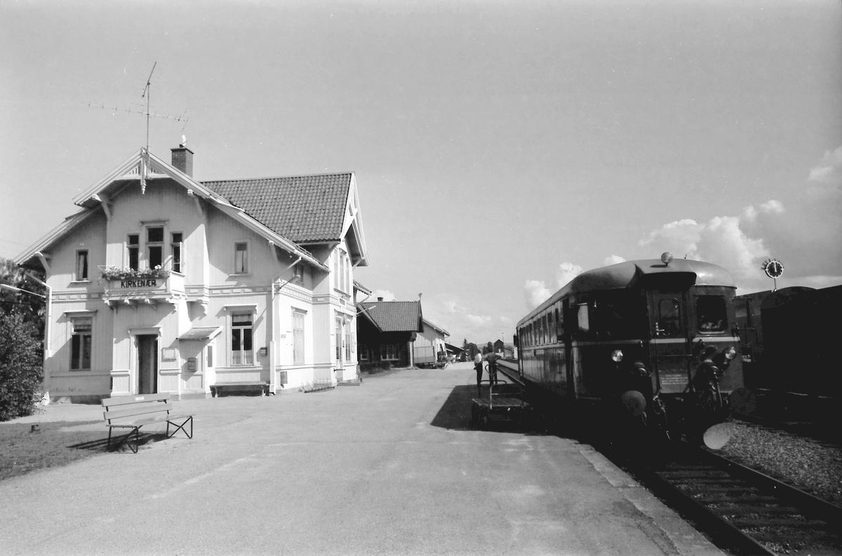 Persontog 1081 Kongsvinger - Elverum på Kirkenær stasjon.
