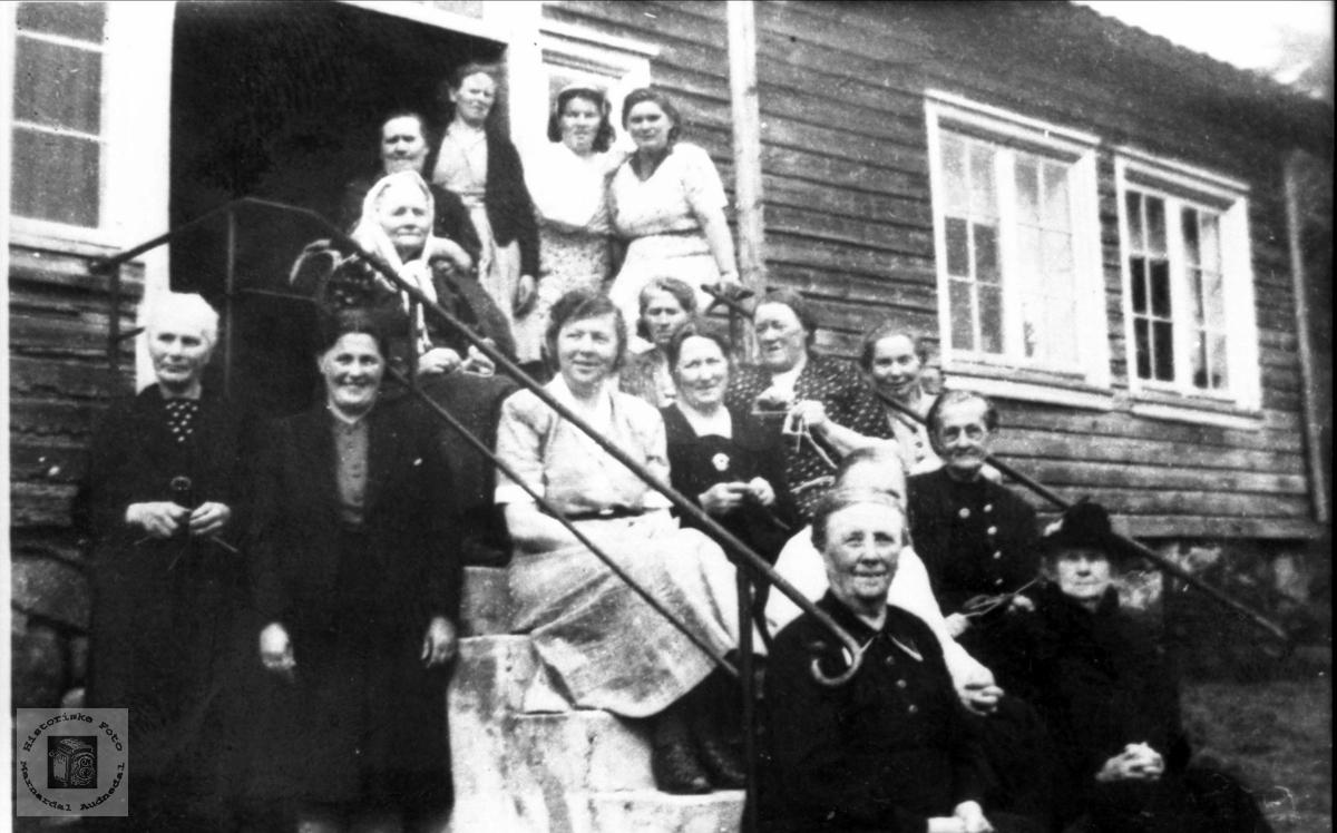 Kvinneforrening møte på Finsådal i 1948
