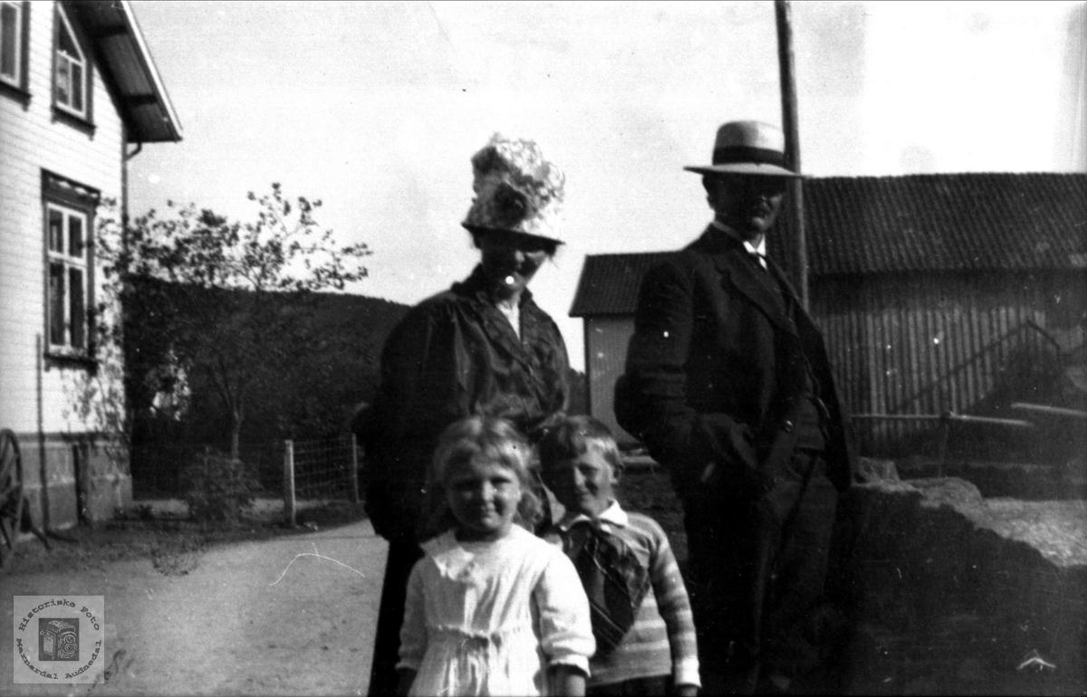 Ekteparet Aase Tomine (Mina) og Asbjørn Øyslebø