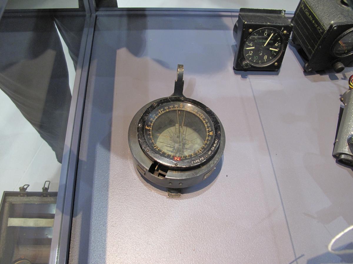 Nr.6B/313 Det foreligger ikke bekreftelse, men kompasset kan ha vært montert i Short Stirling LK171.