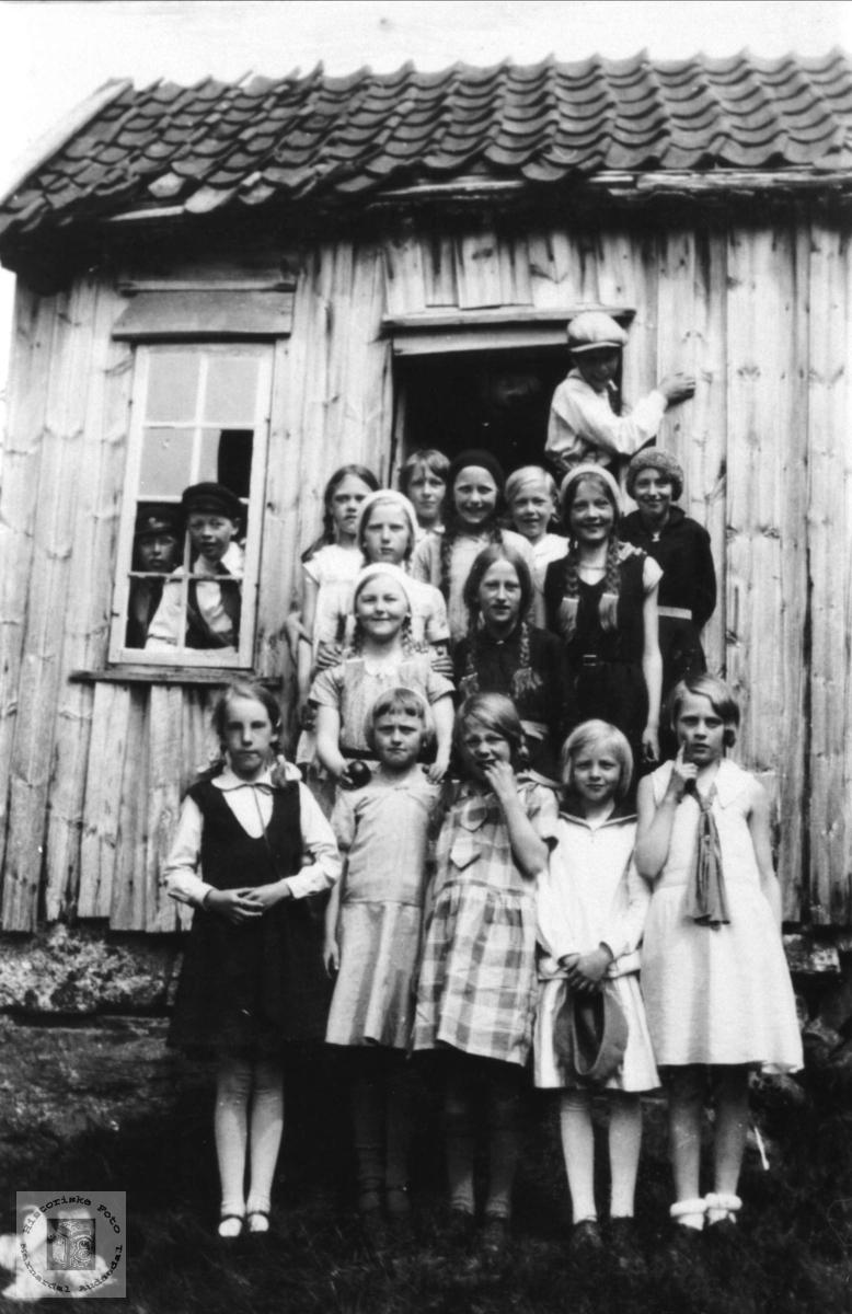 Øyslebø skole på tur til hytte på Skoland
