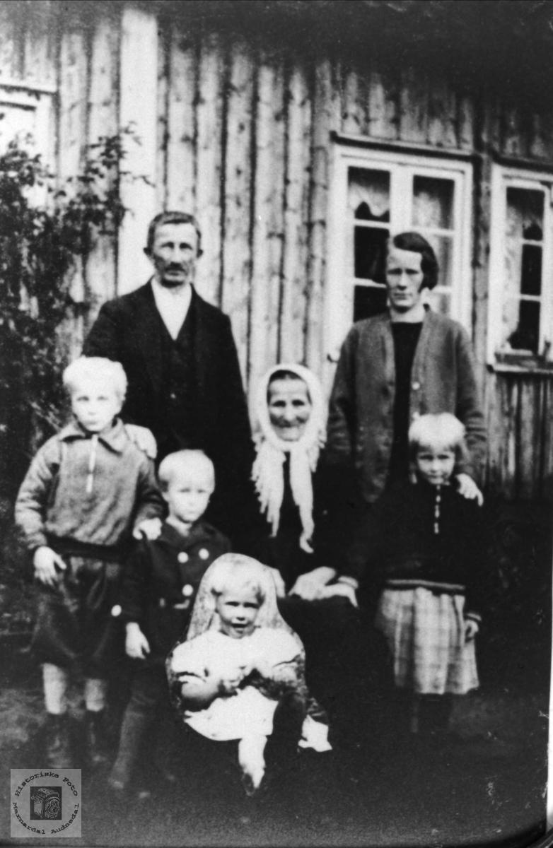 """""""Familien på Langåkeren"""""""