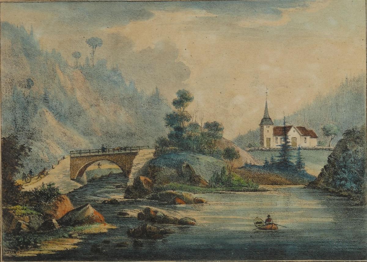 Søndeled kirke  sett fra vannet. med   elven og broen  over denne i mellomgrunnen til venstre.  Kirken hvitmalt med teglstenstak og kobberkledt tårn.  I forgrunnen, en   mann som ror i en båt.