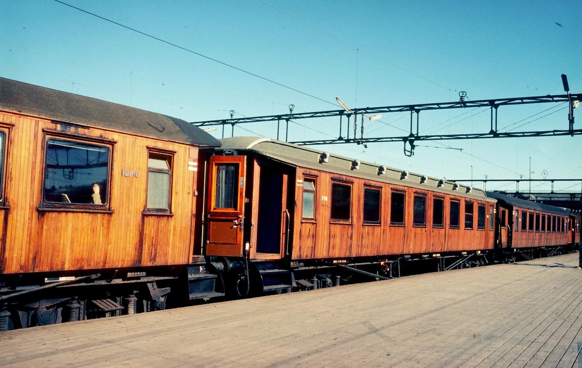 NSB trevogn B30 type 2 nr. 770 i tog 207, Oslo Ø - Gjøvik.