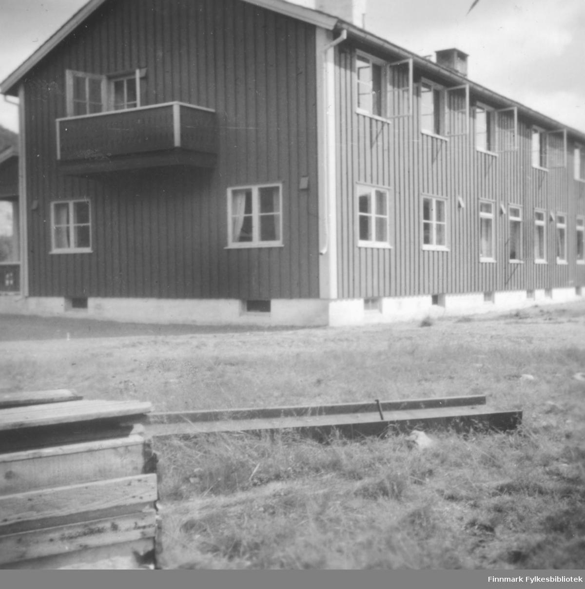 Ifjord fjellstue. Bildet er tatt i forbindelse med en fotballtur til Alta Vadsø turnforening deltok på i 1953/1954. Turdeltakerne overnattet eller rastet nok her