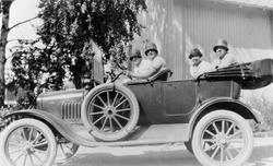 Ford T 1917-1919, personbil, ukjente kvinner, biltur, Stange