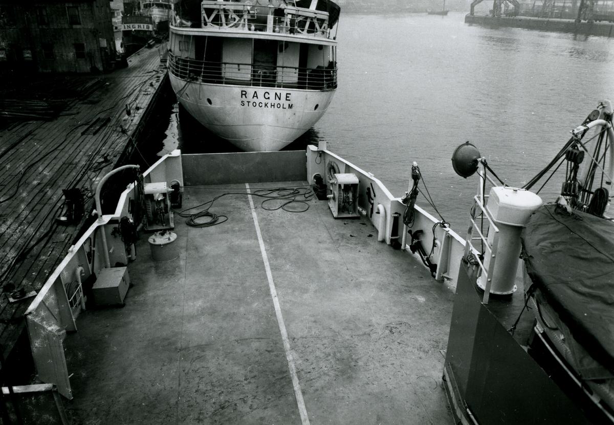 Foton från Finnboda varv. Interiör och exteriör bilder från varvsområdet. Fartygsbilder från sjösättningar m.m.