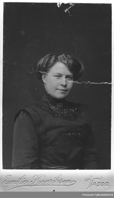 Portrett av Esther Betten. Fotograf: Emilie Henriksen. B 5520