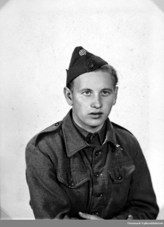 Portrett av Abraham Randa i uniform, fotografert i 1948.