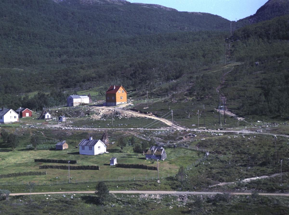 Flyfoto fra Kunes. Negativ nr. 122662. Kunde var M. Tornevik, Kunes.    Fargekopi finnes i arkivet.