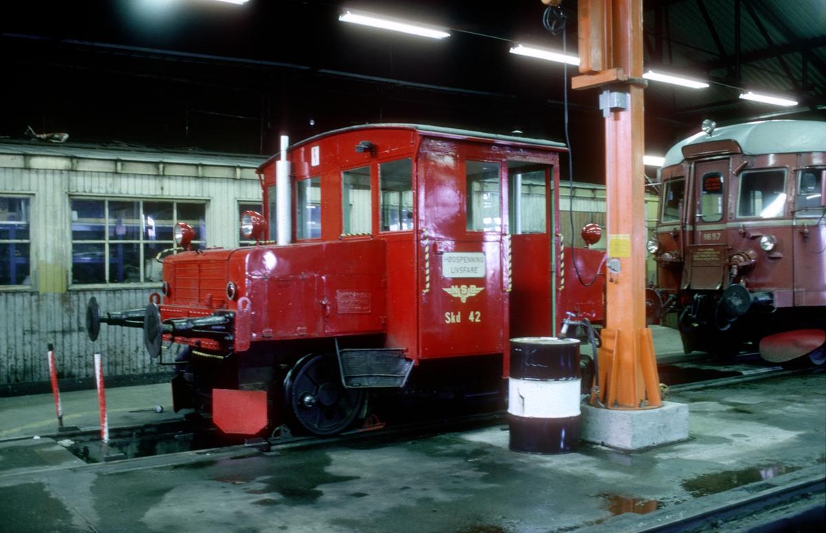 Skinnetraktor type Skd 206 nr. 42 i Marienborg lokomotivstall.