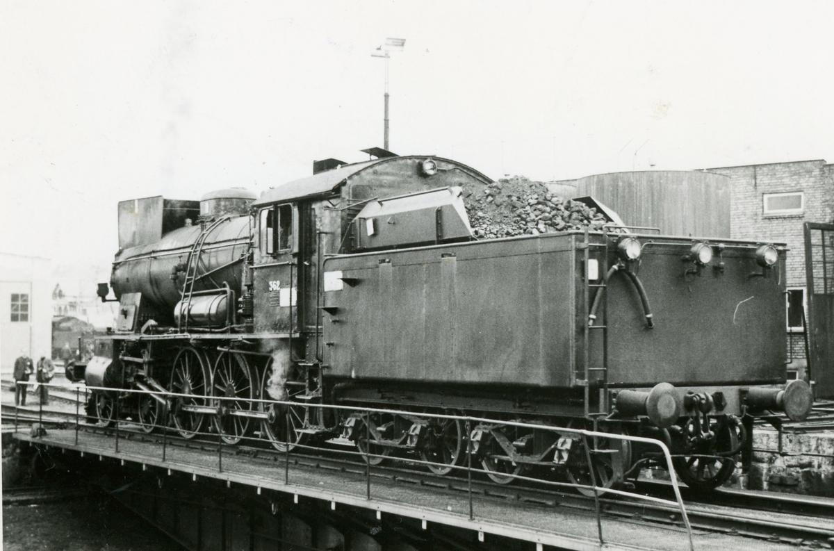 Damplok type 30b nr. 362 på Hamar stasjon. Lokomotivet er trukket frem for fotografering i forbindelse med Svenska Järnvägsklubbens veterantogstur.