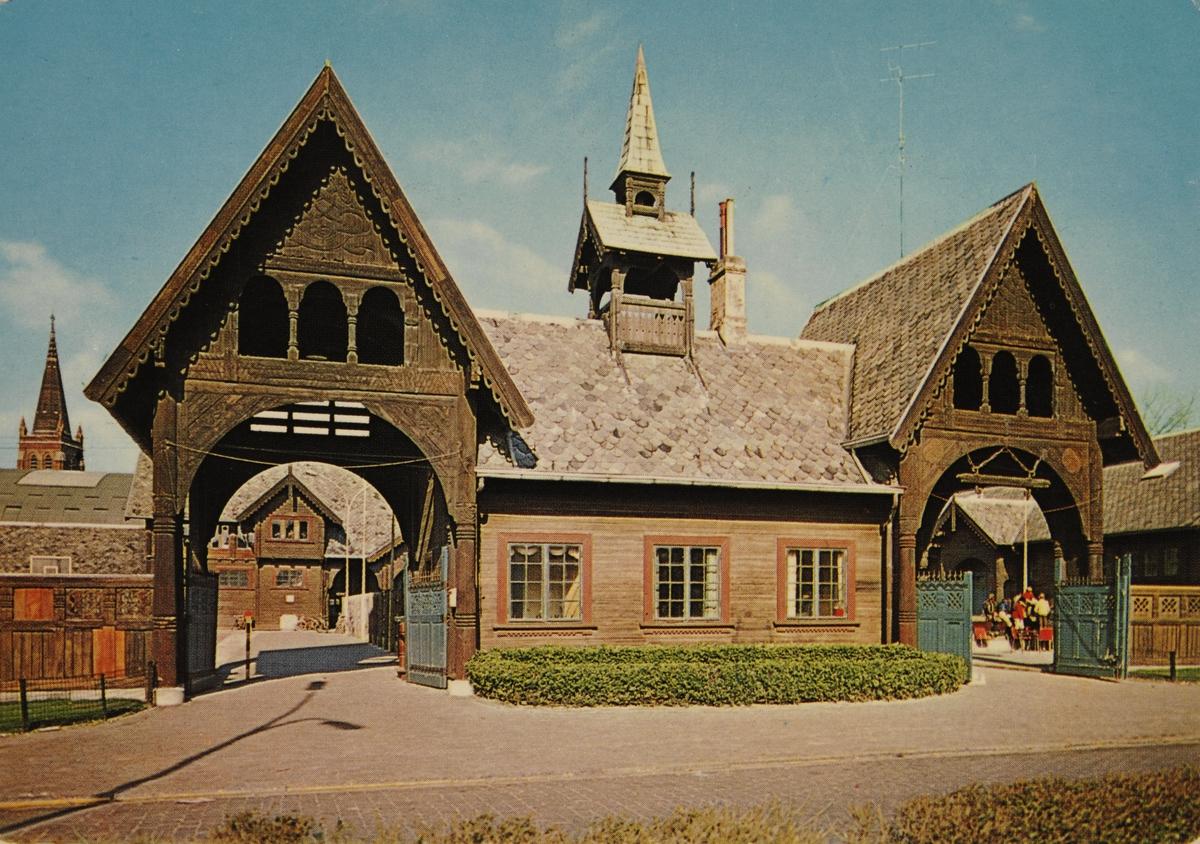Inngangsparti med vaktbolig til kong Leopold II's staller i Oostende, Belgia.