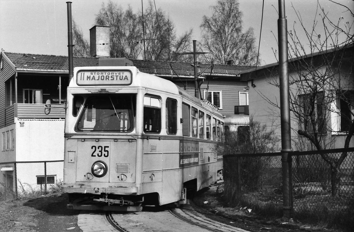 Oslo Sporveier, Kjelsåsbanen. Høkavogn 235 i vendesløyfe på Kjelsås i linje 11 til Majorstua.
