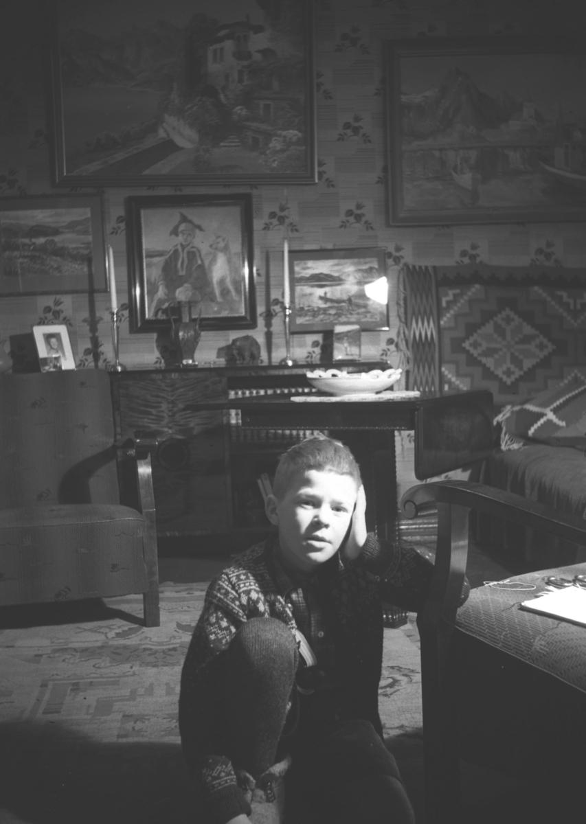 Tor Hauge fotografert i Havnegata 1 i Vadsø under eller like før andre verdenskrig.