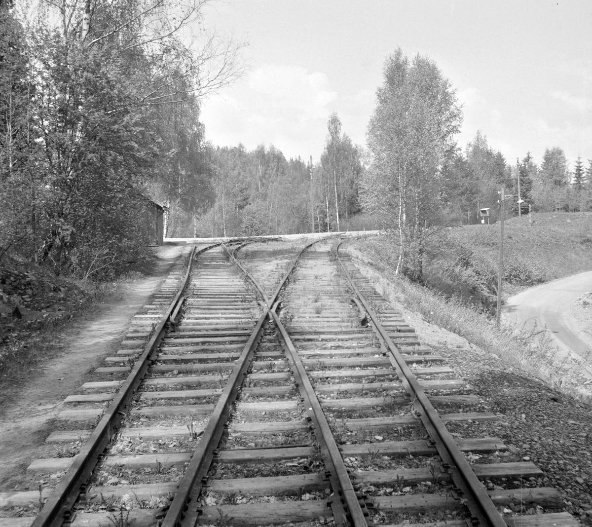 Ved ytre sporveksel på Solbergfoss stasjon.