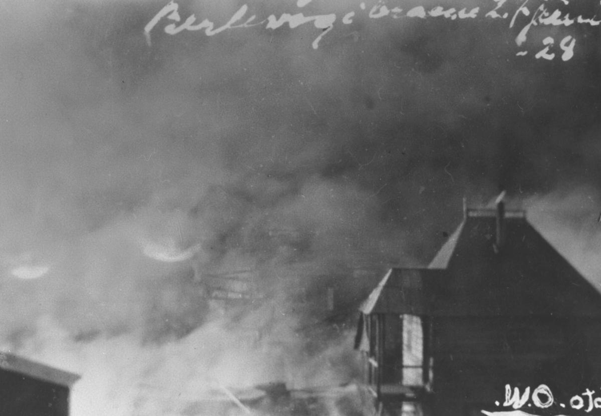 Berlevåg. Rykende brannruiner i været 27.juni 1928.