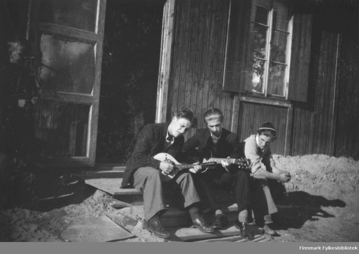 ?Hagen, Harald Riesto og Torbjørn Johansen opp på raet i indre brakkeby.