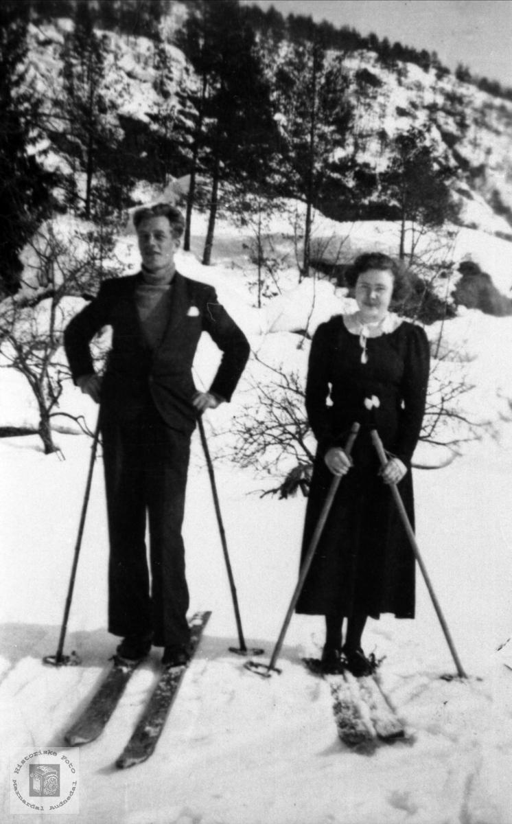 På ski..John og Jenny Lauvsland.