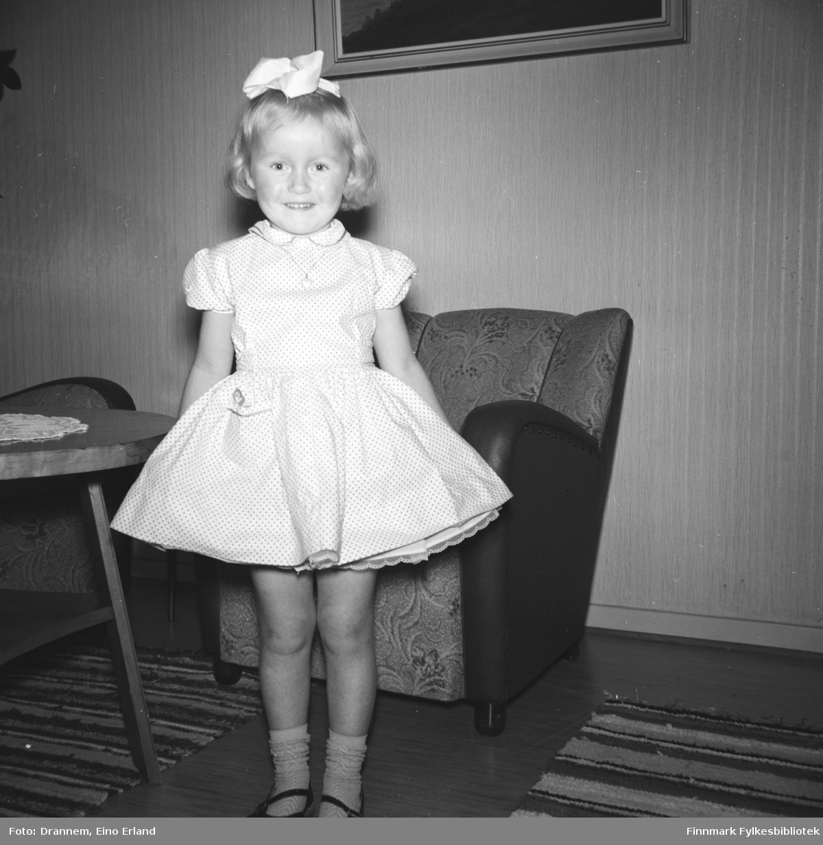 En liten jente Inger Hansen hos familien Drannem