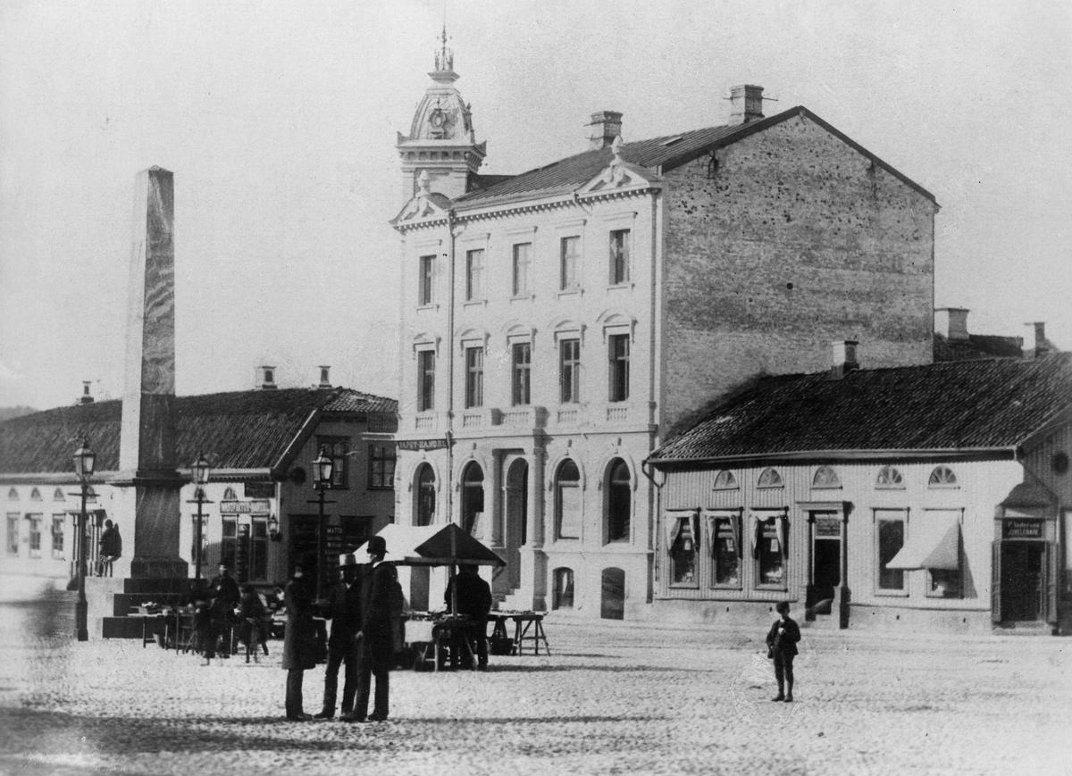 Stora Torget med Obelisken och med kvarteren Jason och Pegasus vid 1880-talet.