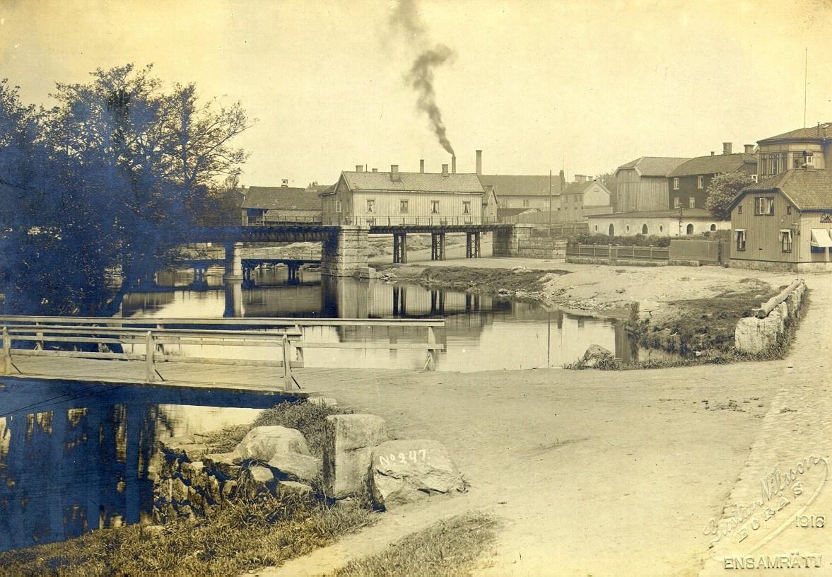 Viskan vid Nybroplatsen år 1887.