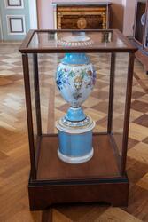 Vänersborgs museum. Porslinssalen, urna